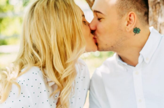 Dating, Kiss on First Date, Couple
